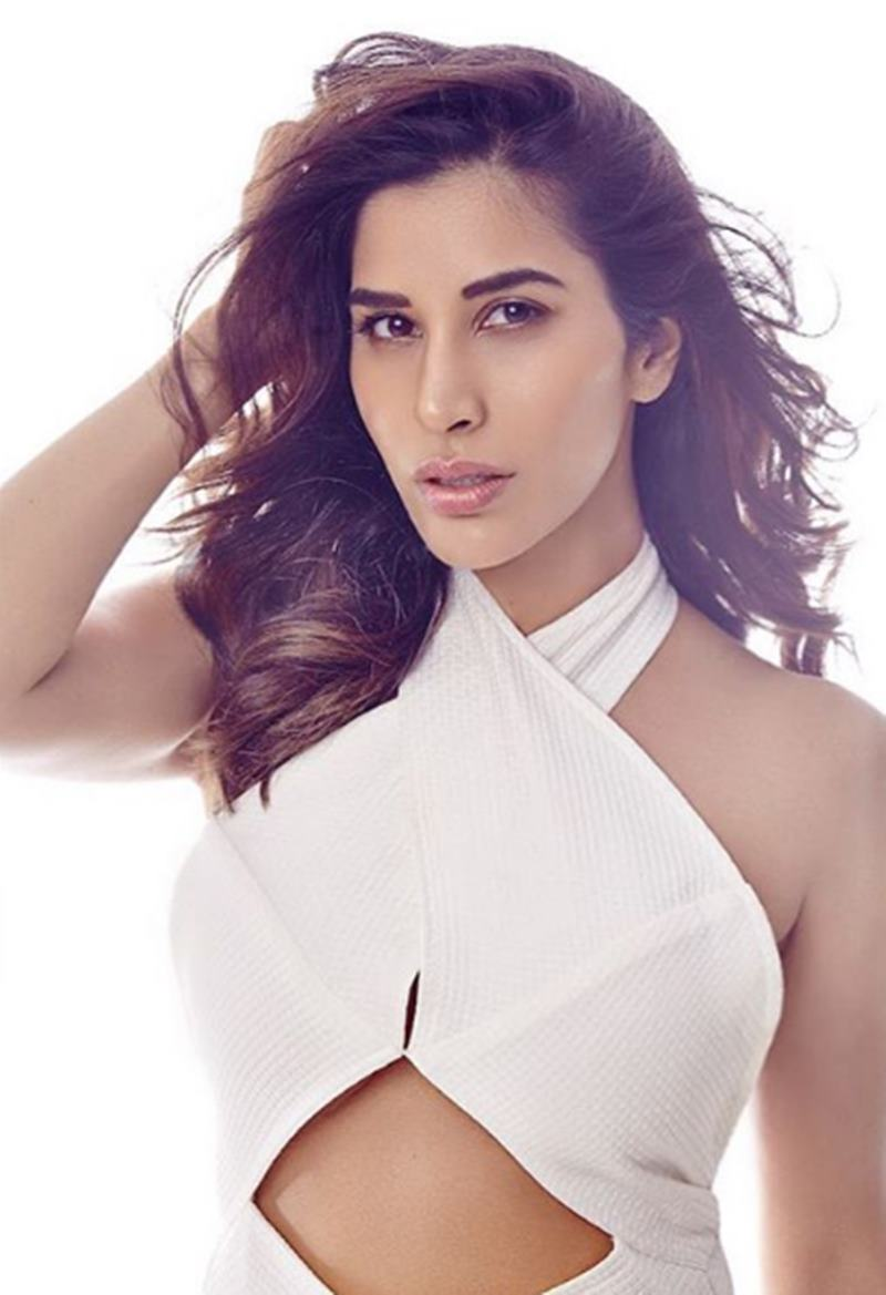 Here are some super hot pics of Sophie Choudry, the multi-talented lady of Bollywood!10