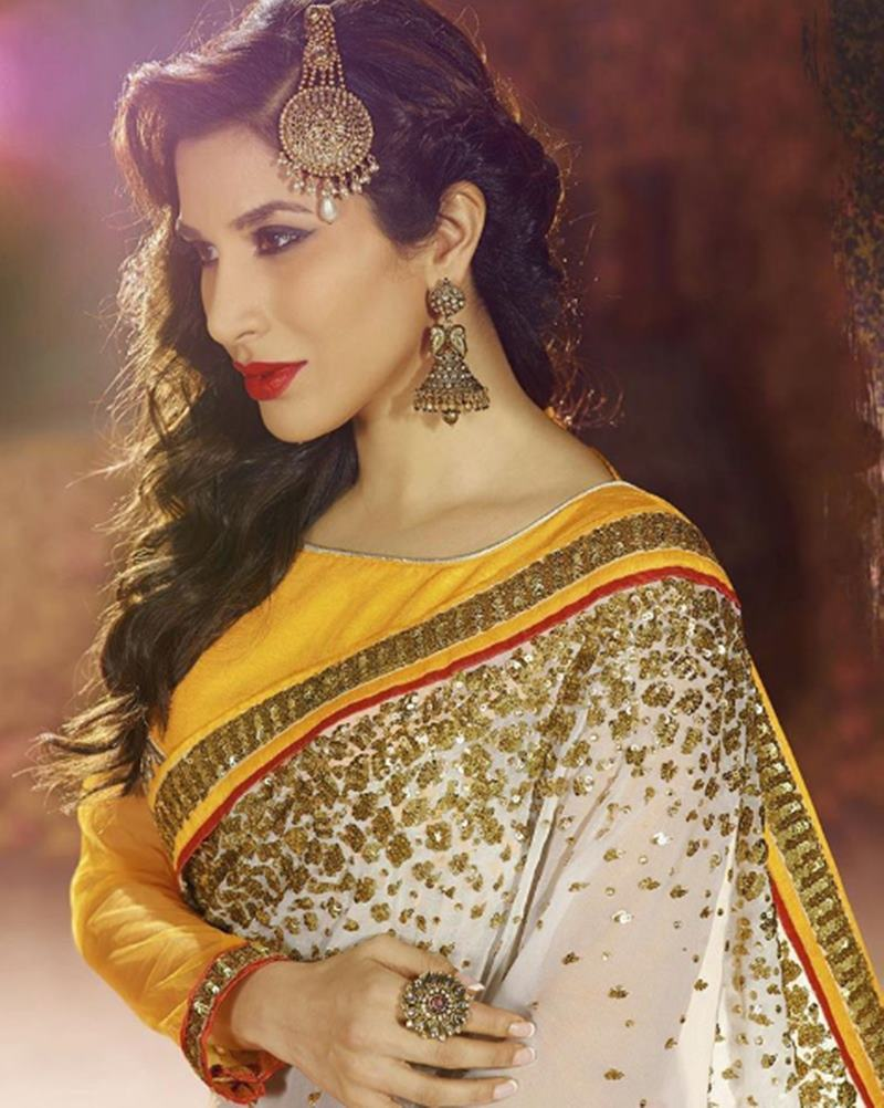 Here are some super hot pics of Sophie Choudry, the multi-talented lady of Bollywood!14
