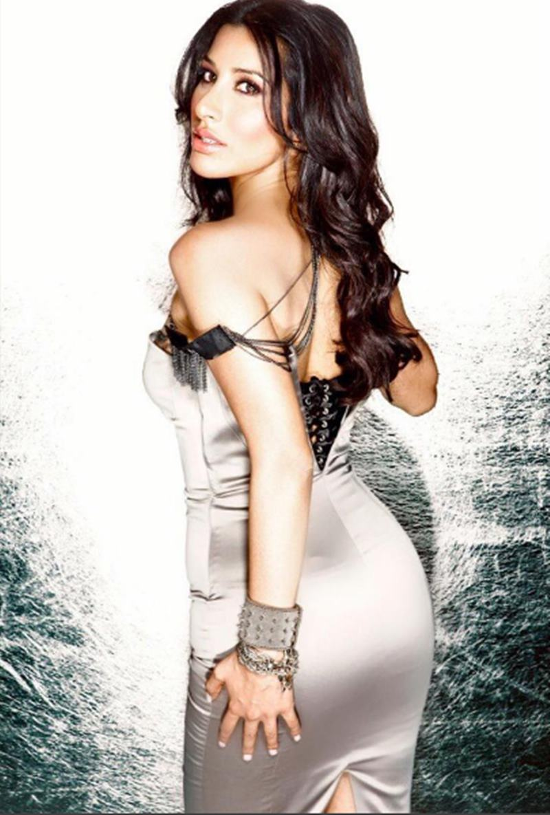 Here are some super hot pics of Sophie Choudry, the multi-talented lady of Bollywood!19
