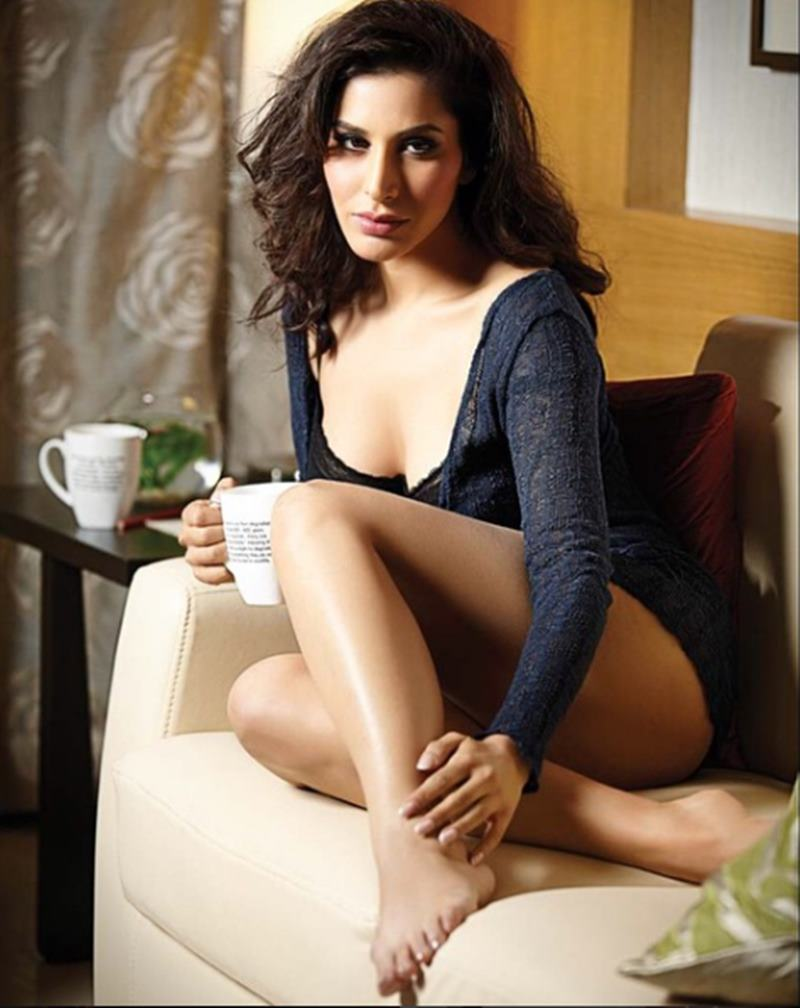 Here are some super hot pics of Sophie Choudry, the multi-talented lady of Bollywood!20