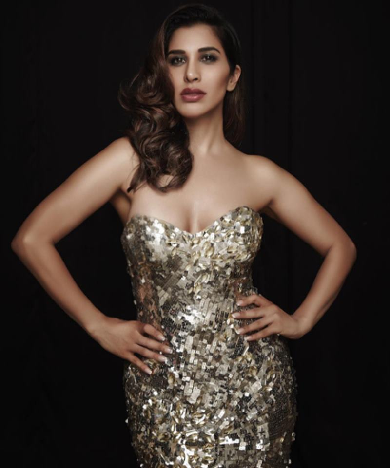 Here are some super hot pics of Sophie Choudry, the multi-talented lady of Bollywood!9