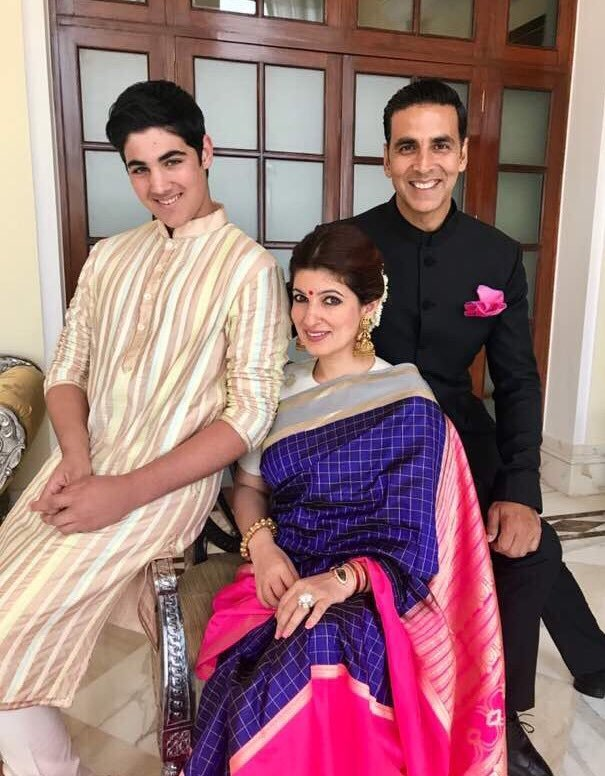 Akshay Kumar with family