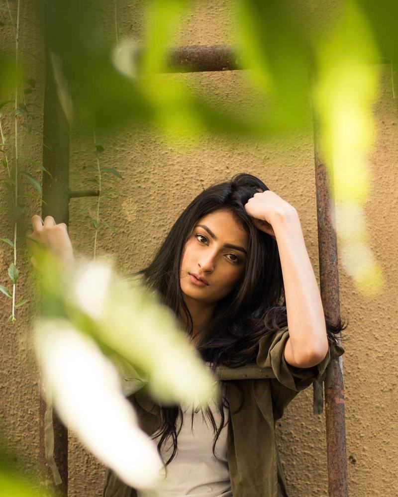 Pics of Palak Tiwari, Shweta Tiwari's daughter who will be making her debut very soon! 9