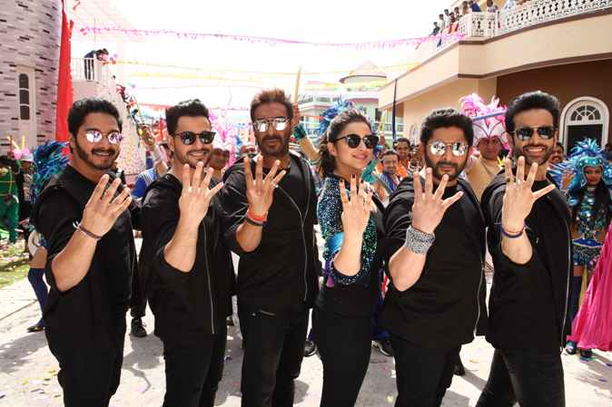 Arshad Warsi and Parineeti Chopra return from Delhi after Golmaal Again promotions