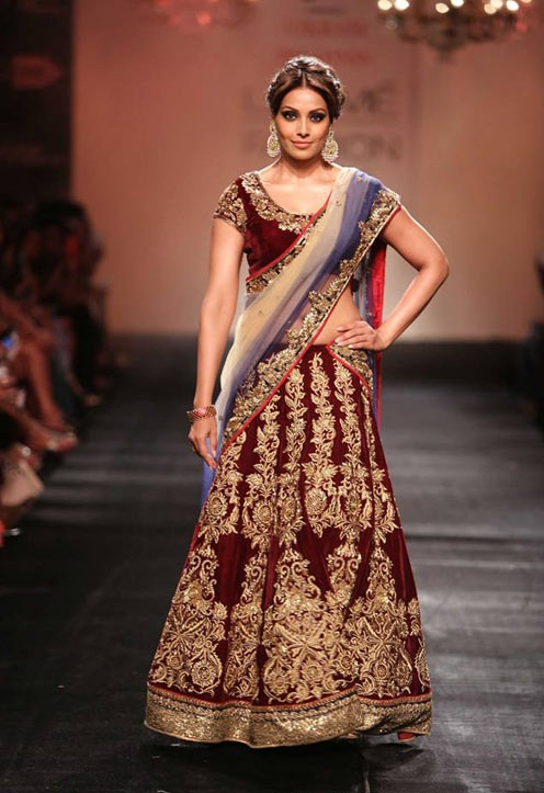 Bipasha Basu walks for Vikram Padhnis