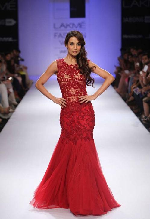 Malaika walks the ramp for designer Sonakshi Raj