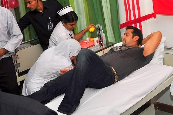 Salman Khan donating blood