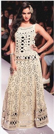 Sonal Chauhan walks for designer Purvi Dosh