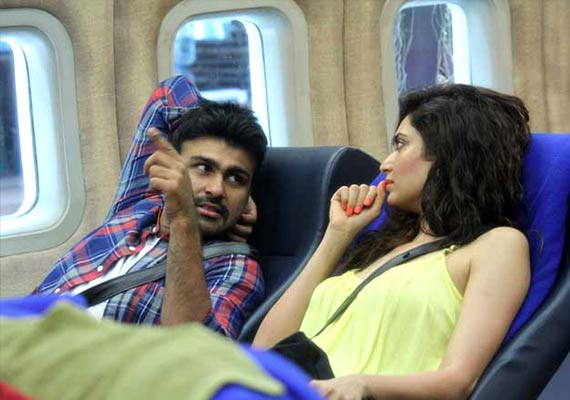 Bigg Boss 8 Day 3 Highlights : Short Highlights of Episode 3 - Karishma and Arya seems new love birds
