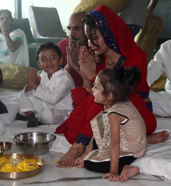 Bollywood Divas celebrate Durga Pooja - Maanyata
