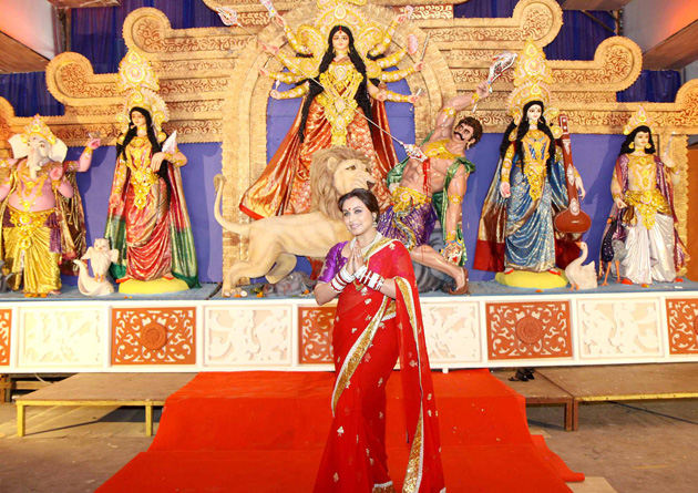 Bollywood Divas celebrate Durga Pooja - Rani