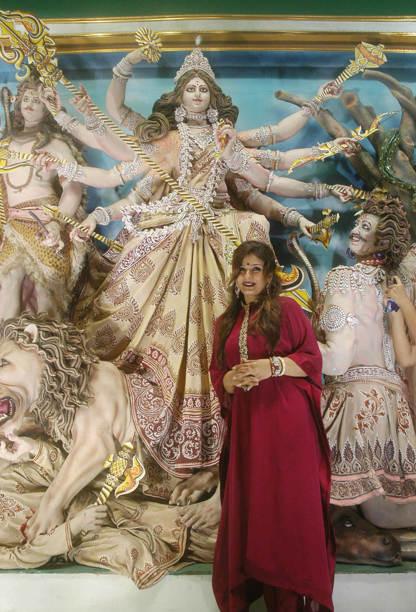 Bollywood Divas celebrate Durga Pooja - Raveena