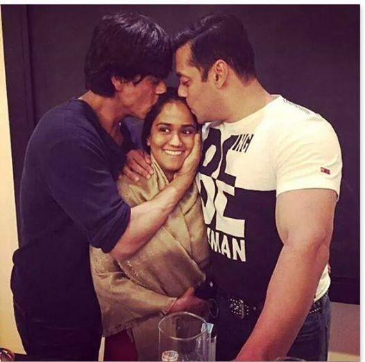 SRK and Salman reunites at Arpita's Mehndi caremony