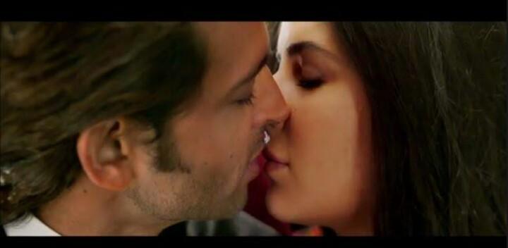 Bollywood 2014 : Top 10 onscreen Kissing scenes -  Kissing Scene in Bang Bang