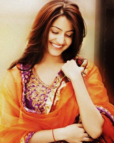 10 Reasons Why Anushka Sharma Is A Perfect Girlfriend - Anushka in Indian Attire