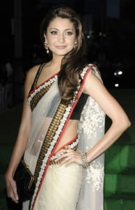 10 Reasons Why Anushka Sharma Is A Perfect Girlfriend - Anushka in Saree