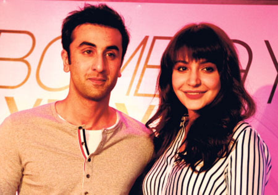 Bombay Velvet to have seven steamy Kisses between Anushka-Ranbir