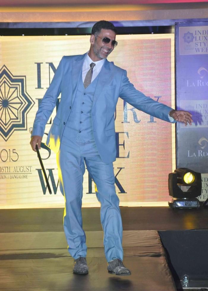 Akshay Kumar's Classy Ramp Walk at the Indian Luxury Style Week