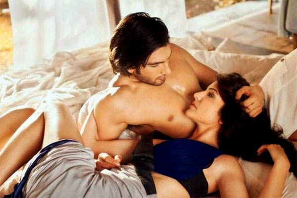 Ranveer-Anushka's Hot Kissing Scene in Dil Dhadakne Do