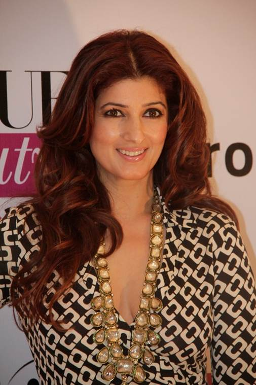 Twinkle Khanna - Top 10 Super Sexy Moms of Bollywood and Their Fashion Sense