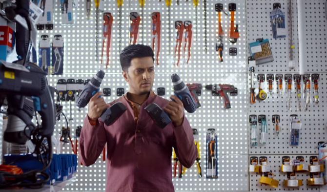 Riteish in Hogi Kranti Video Song – Bangistan