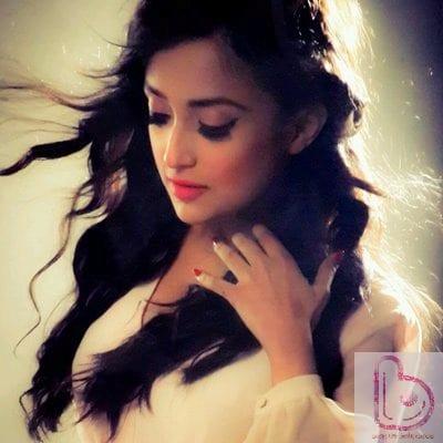 Monali Thakur is also an actress
