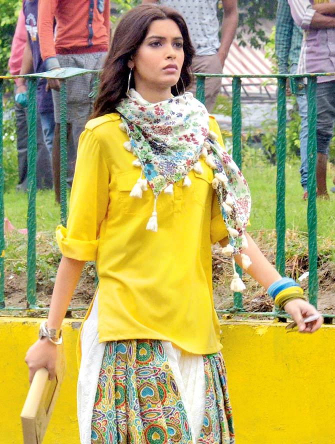 Diana Penty on sets of Happy Bhaag Jayegi.