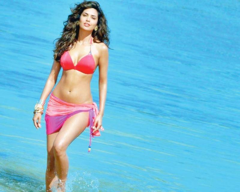 Poll of the Day: Hottest Beach Body In Bollywood- Esha