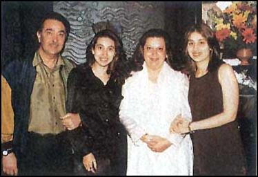Kareena with family 3