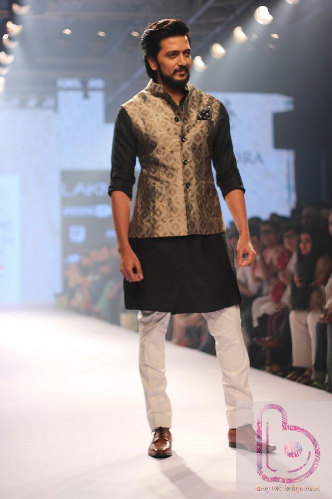 Which Actor rocked the ramp in LFW 2015? - Riteish Deshmukh