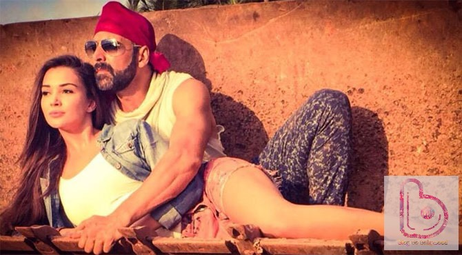 Akshay Kumar and Amy Jackson romancing in Singh Is Bliing