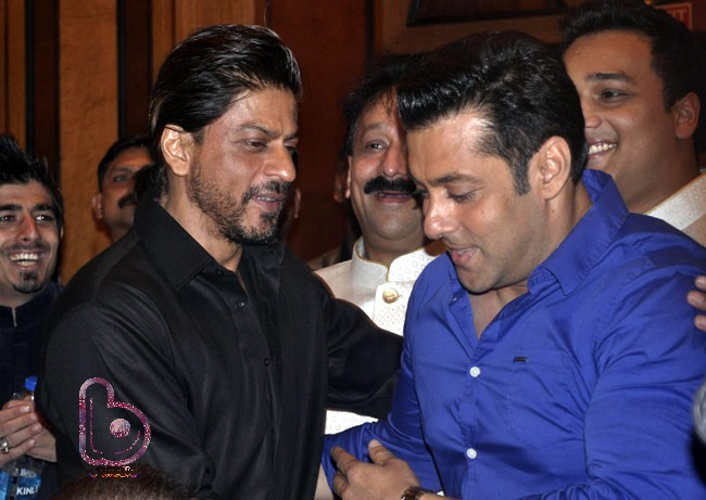 Salman wishing Shah Rukh A Happy Birthday | Two Superstars in a single frame!