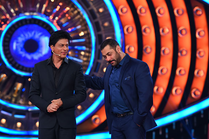 Here's what Shah Rukh Khan and Salman Khan did last night on Bigg Boss 9