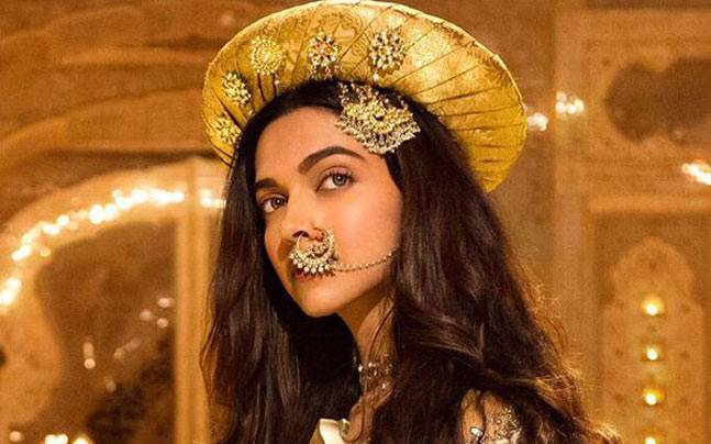 Bajirao Mastani's Second Weekend far better than Dilwale | Box Office Collection Report