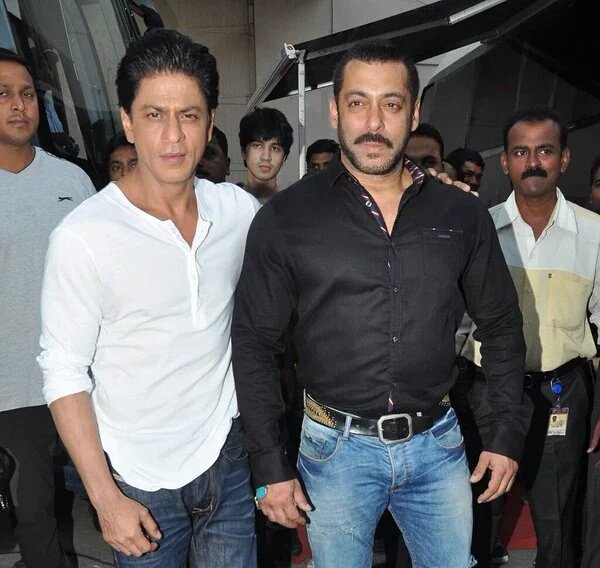 Shahrukh Khan and Salman Khan Shoot For Bigg Boss 9 - 3