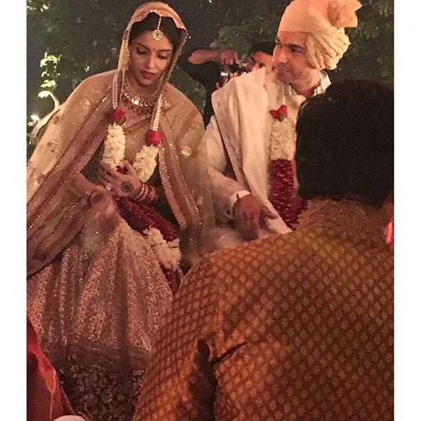 Exclusive! Asin and Rahul's Hindu Wedding First Picture Is Out