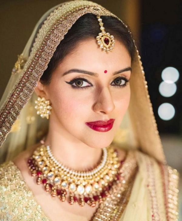 Asin all decked up in traditional attire for hindu wedding