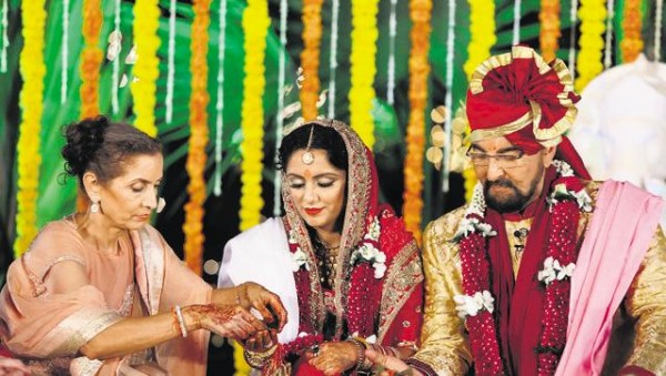 Kabir Bedi Marries his girlfriend 'Praveen' on 70th birthday
