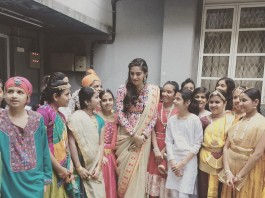 Khadi Goals: Sonam Kapoor Wearing Abu Jani - Sandeep Khosla