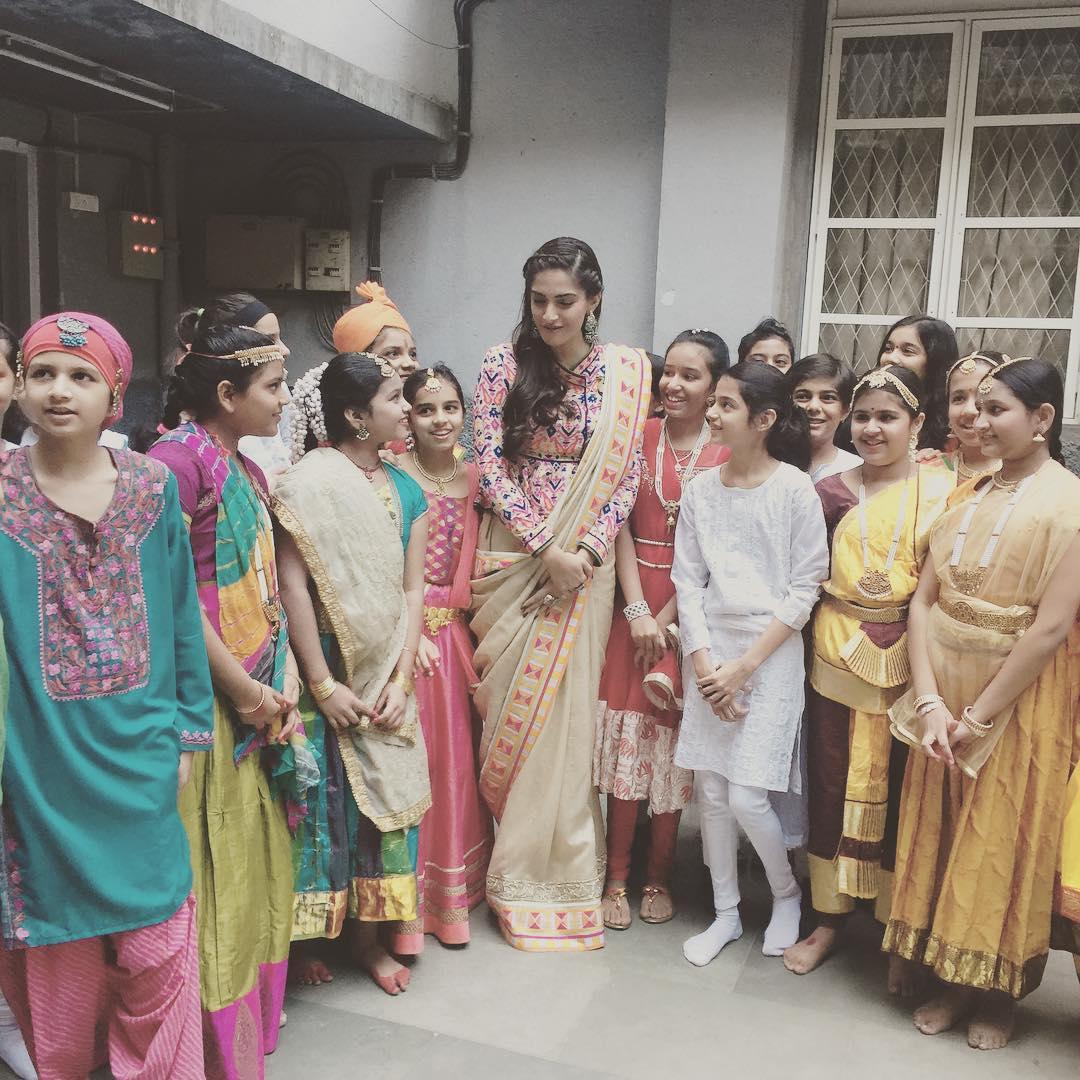 Khadi Goals: Sonam Kapoor Wearing Abu Jani – Sandeep Khosla