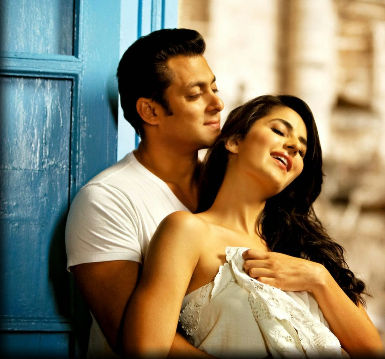 Katrina Kaif with Salman Khan on the sets of Sultan – a sign of desperation ?