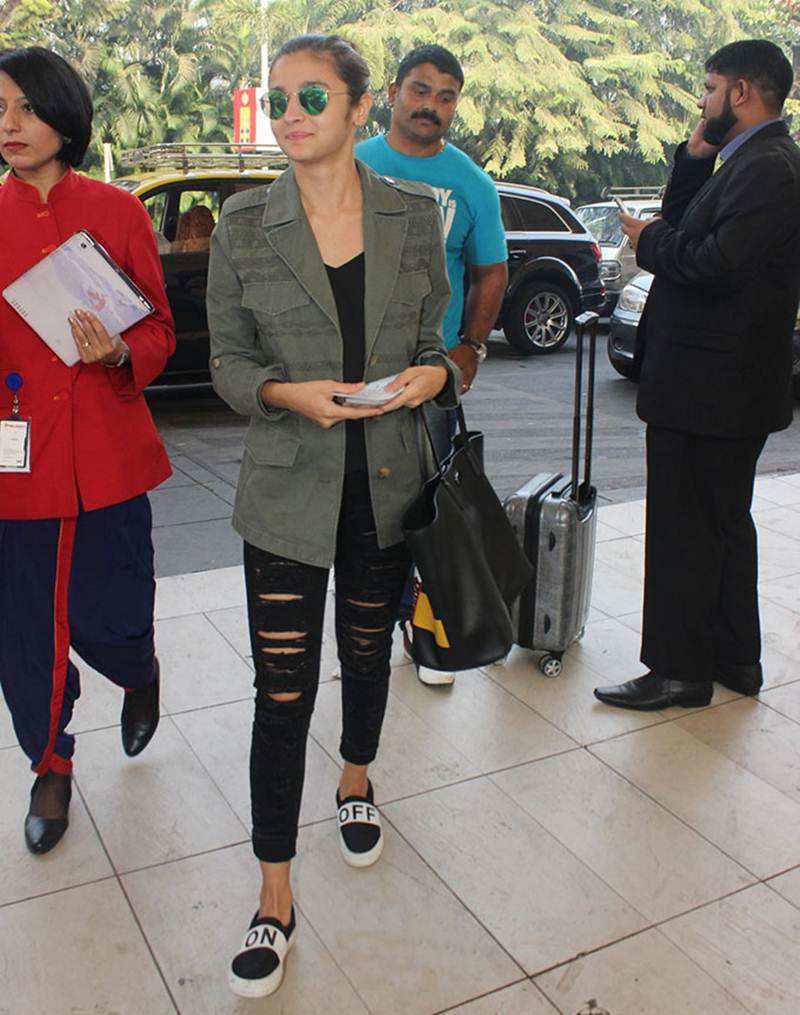 Airport Spotting | Get that Chic Look like our favourite Celebs for your next Journey- Alia 1