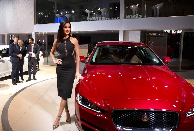 Black Beauties Katrina Kaif and Alia Bhatt turn up the heat at the Auto Expo 2016- Kat 4
