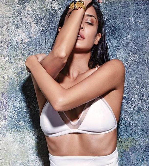 10 Juiciest Pictures of Lisa Haydon that will set your hearts racing - Lisa 2