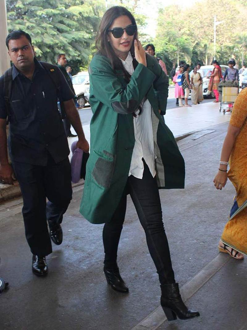 Airport Spotting | Get that Chic Look like our favourite Celebs for your next Journey- Sonam 2