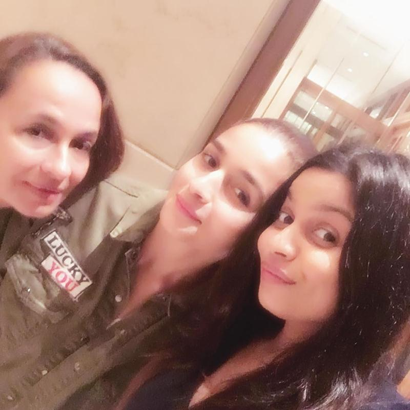 Top 10 Pictures of the Week | Bollywood in a Nutshell- Alia, Sis and Mum