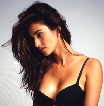 Disha Patani Hot Pics | Disha Patani Hot & Sexy Pictures Collection