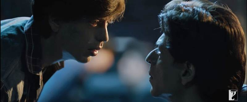Fan Critics Reviews and Ratings : Shah Rukh Khan impresses after a long time