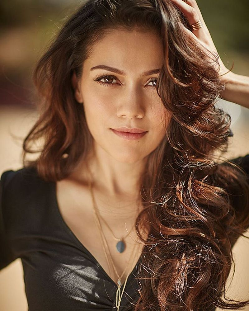 4 Things you should know about SRK's leading lady Waluscha De Sousa- Waluscha Family
