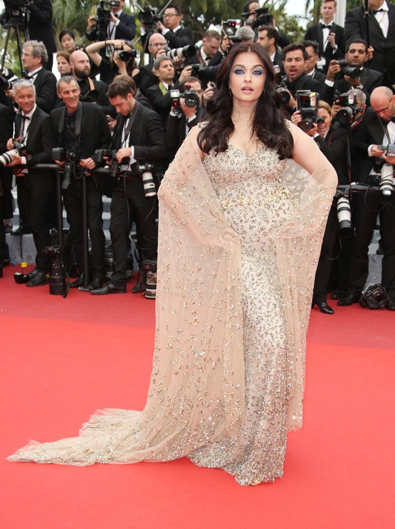 Aishwarya Rai Bachchan and Sonam Kapoor's various looks at Cannes over the years- Aish 2016 1